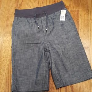 NWT Gap Boy's Chambrary denim shorts